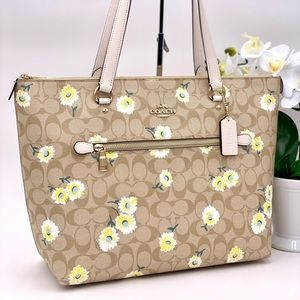 Coach Tote Shoulder Bag in Daisy Print